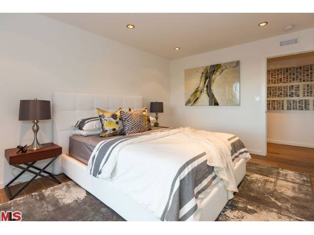 Homes in Hollywood Hills Bedroom 2