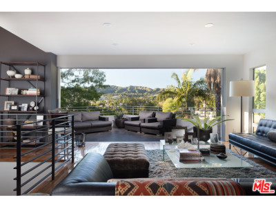 #motivationmonday – Los Feliz Bachelor Pad